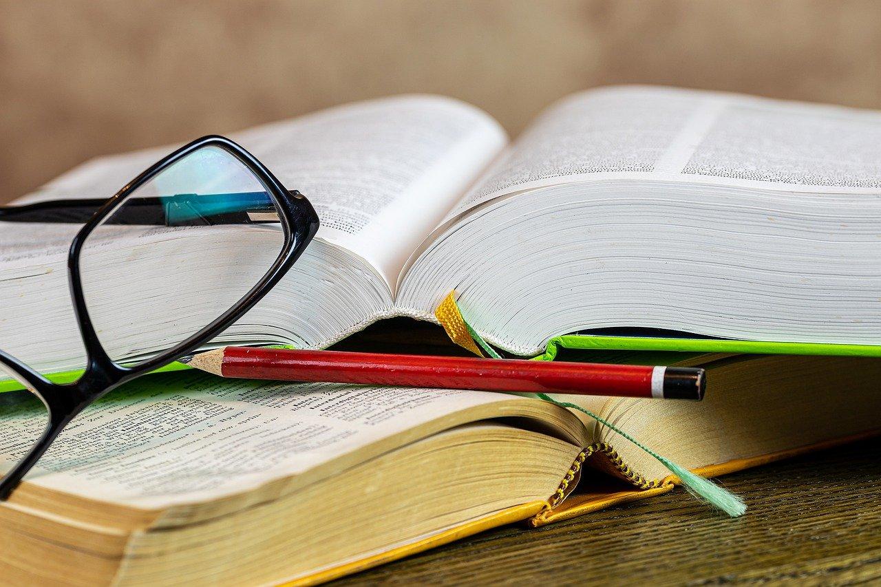 Regały na książki do pokoju dziecka – co wybrać?