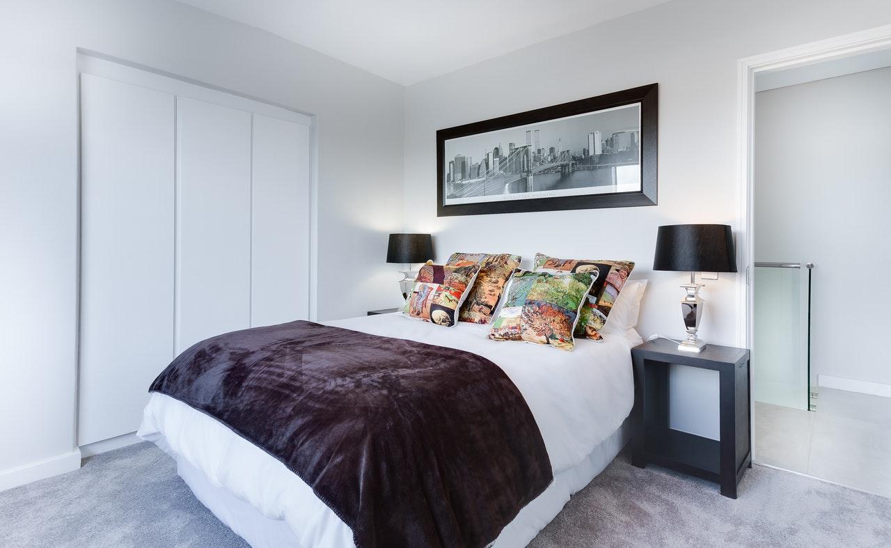 Jaką szafę do małego pokoju wybrać?